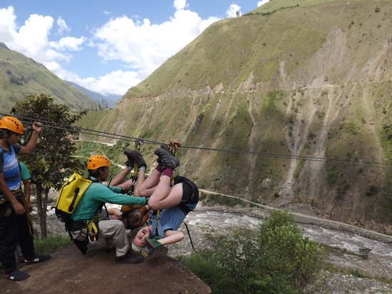 Zipline Inka Flyer Santa Teresa: Upside down!