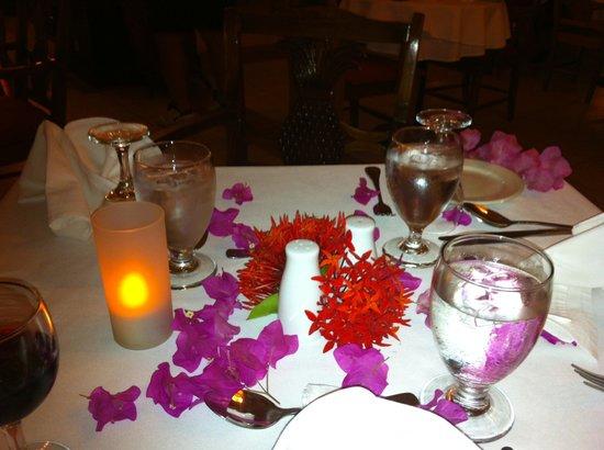 Royal Decameron Montego Beach : Birthday dinner for my L.A. friends