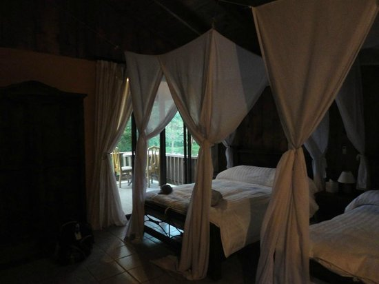 Zamora Estate Hotel: Room and porch overlooking pond