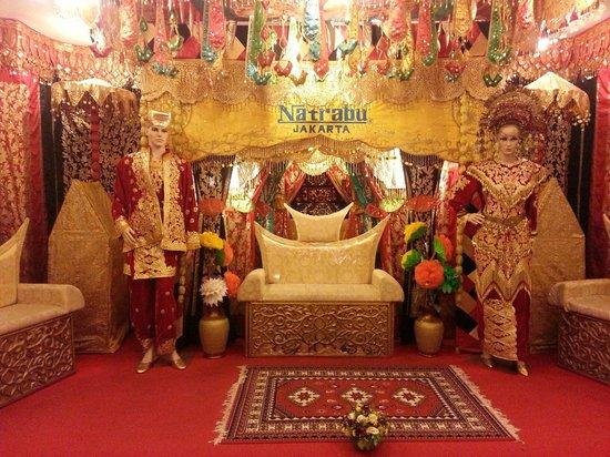 Natrabu Minang Restaurant: pelamin minang @ natrabu, jakarta