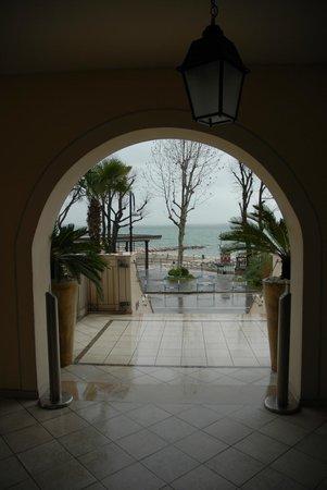Villa Rosa Hotel: вид из холла