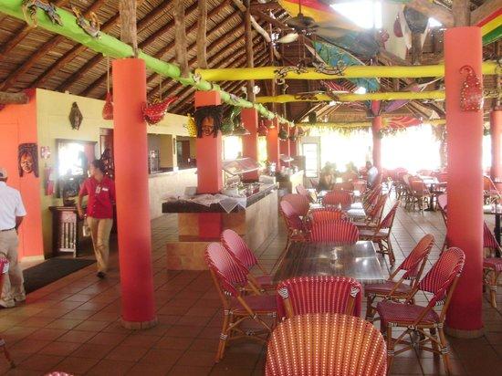 Decameron San Luis: salon comedor buffet