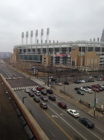 Hilton Garden Inn Cleveland Downtown : Great view of the home of The Cleveland Indians from our king-room