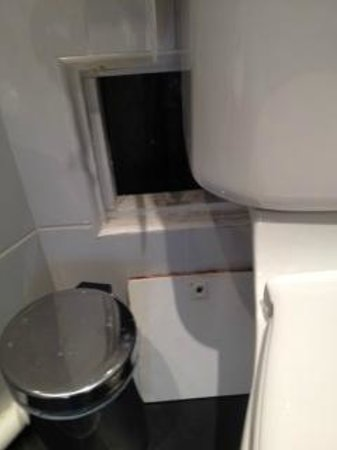 My Hotel in France le Marais: The hatch beside the WC was never put back during our 3 days
