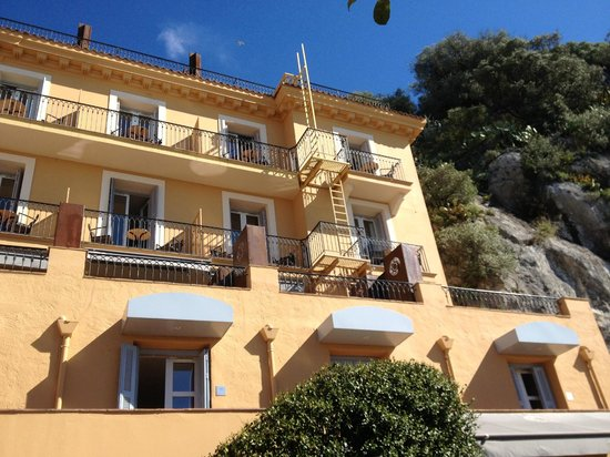 Hotel La Perouse : Ein Teil des Hotels, gesehen vom Hof aus, während des Morgenessens