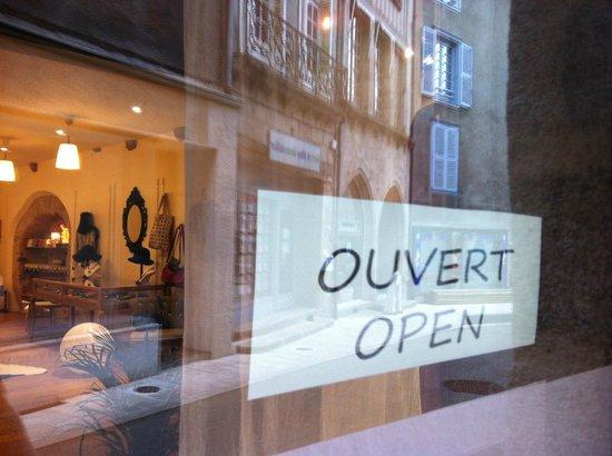 Au Cinq : it's open...derière le rideau
