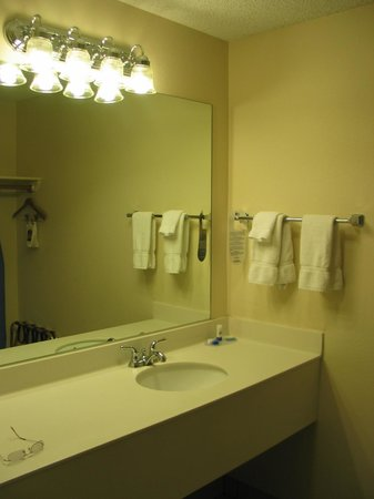 Best Western Paint Pony Lodge: Bathroom was spotless and large as was the bathroom itself