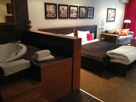 Belgrade Boutique Hotel: джакузи в номере