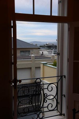 Cheviot Place Guest House: View to the Waterfront