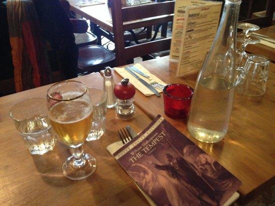 Auberge de la Reine Blanche: At table