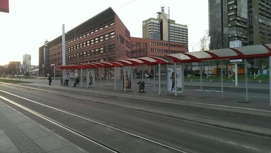 TRYP by Wyndham Halle: View of the hotel from the tram stop