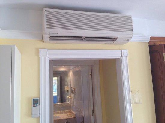 Suite Hotel Atlantis Fuerteventura Resort: Remote control air conditioning