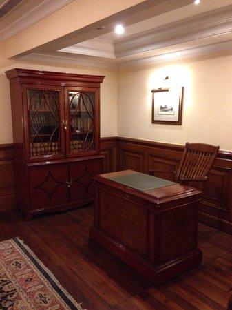 The Oberoi Cecil, Shimla: Library