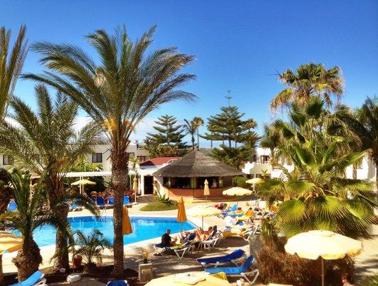 Suite Hotel Atlantis Fuerteventura Resort : The relax pool with bar
