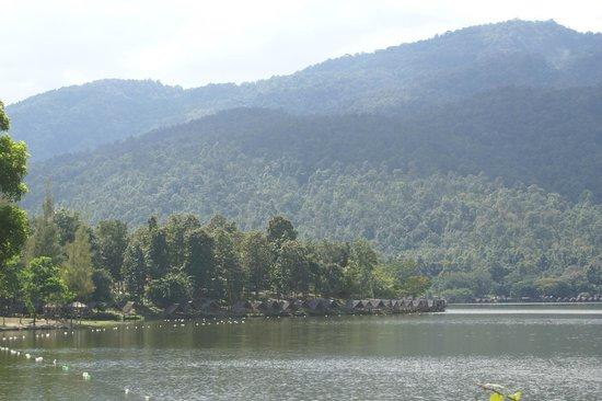 Huay Tung Tao Lake: View