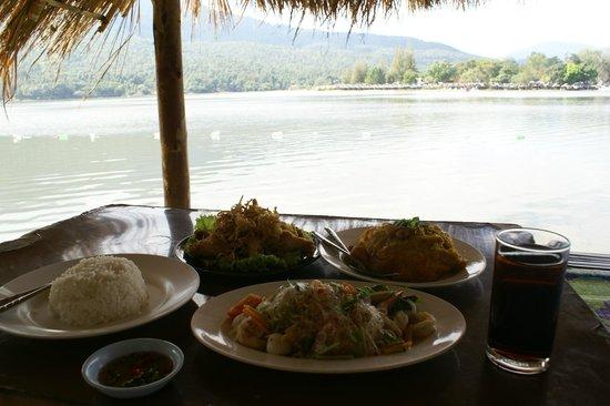 Huay Tung Tao Lake: Lunch