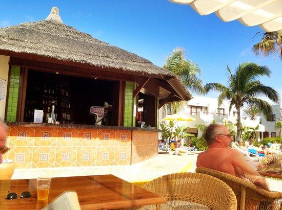 Suite Hotel Atlantis Fuerteventura Resort : Pool bar at the relax pool