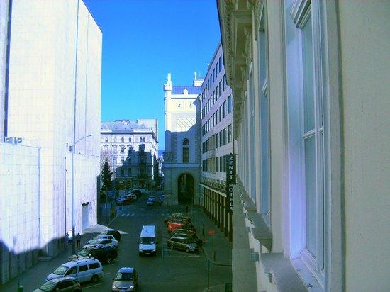 Hotel Zenit Budapest Palace: Vitsa dalla camera verso il Ponte delle catene