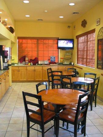 BEST WESTERN Paint Pony Lodge : Breakfast area