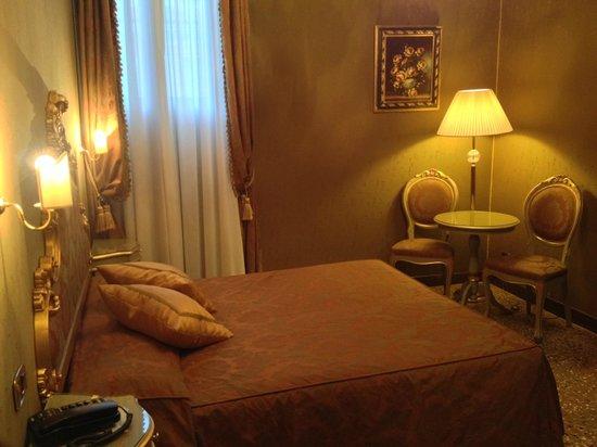 Hotel Al Ponte Mocenigo : Bed