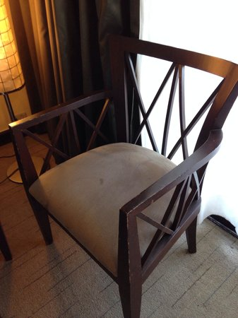 Sofitel Philippine Plaza Manila: Old, dirty, stained, paint scraped of furnitures.