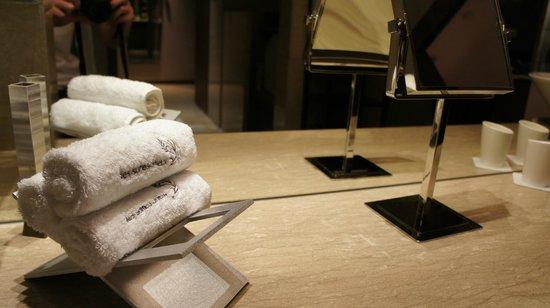 Les Suites Orient, Bund Shanghai : Bathroom