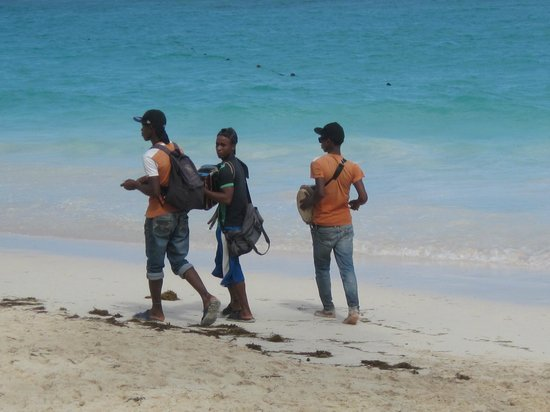 Hotel Riu Palace Macao : boys on the beach entertaing for a tip...they were good