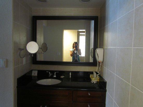 Divi Little Bay Beach Resort: bathroom