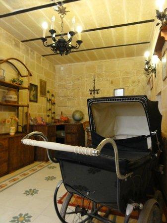 Luciano Valletta Boutique Accommodation : Холл отеля