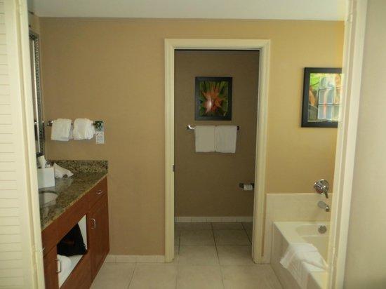 Residence Inn Fort Lauderdale Pompano Beach/Oceanfront: Bathroom Amenities/Separate Shower Area