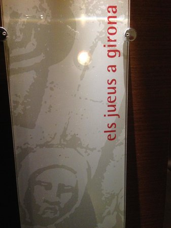 Hotel Museu Llegendes de Girona: Entrada habitacion