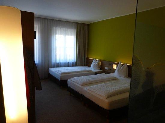 Basic Hotel Innsbruck: Stimmungsvolle, doch nicht für's Lesen geeignete Beleuchtung