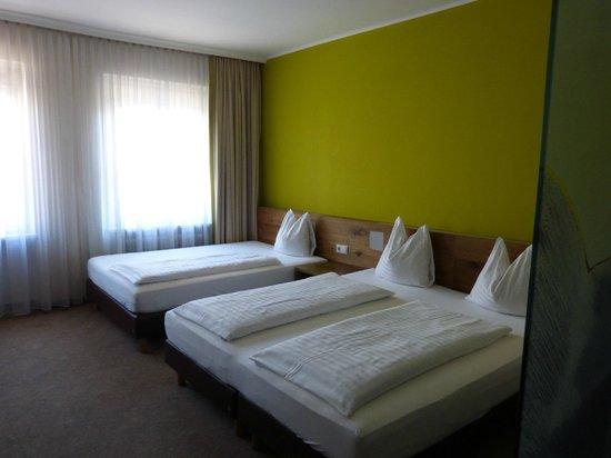 Basic Hotel Innsbruck: Dreibettzimmer  für mich alleine :-)