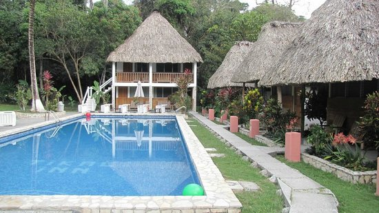 Hotel Tikal Inn: Swimming pool