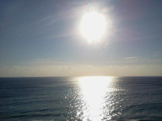 Ocean Manor Beach Resort Hotel: Sunrise