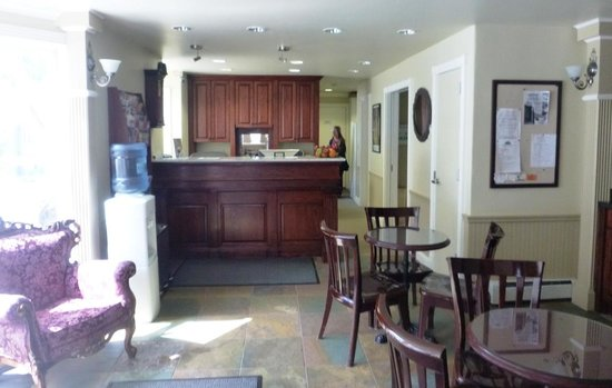 The Victorian Inn : Reception/breakfast area.