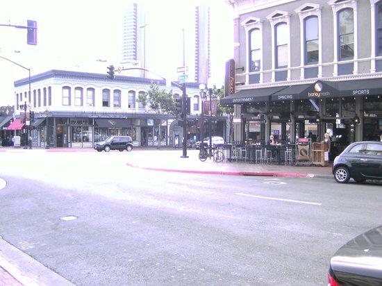 Handlery Hotel San Diego: Gaslamp Street