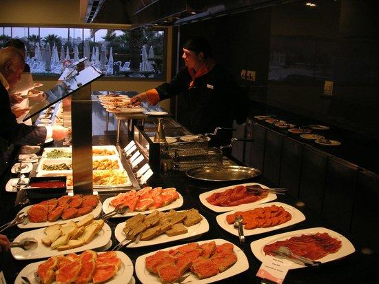 Hipotels Cala Millor Park: haupgericht buffet