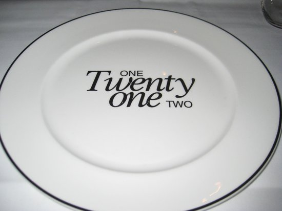 One Twenty One Two Restaurant: Even the plates are posh !
