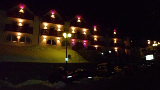 Hotel Orchidea: night shot outside