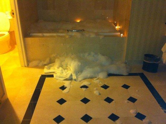 Resorts Casino Hotel: jacuzzi overflow!