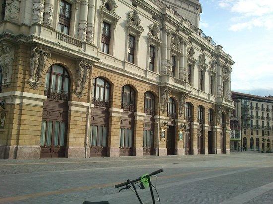 Bilbao Jardines Hotel: zona historia y teatro