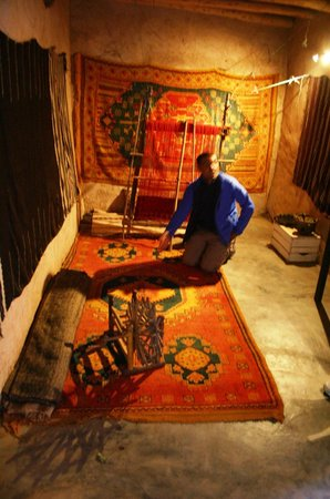 Ecomusee Berbere: Khalid explaining the symbolism in Berber carpets