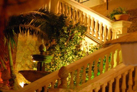 Bar and Restaurant Agapanto: Treppenaufgang