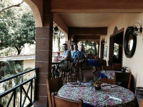 Mango Moon Villa: Enjoying the open seating at Mango Moon!