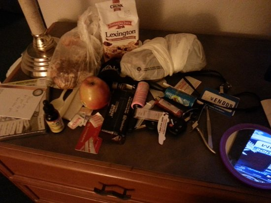 Stay Express Inn Dallas - Fair Park / Downtown : items on dresser housekeeping went trough