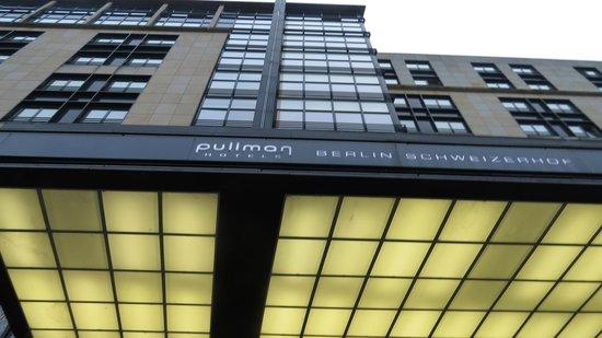 Pullman Berlin Schweizerhof: front of hotel
