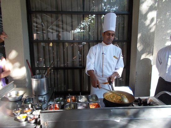 Whispering Palms Beach Resort: Cooking demonstration