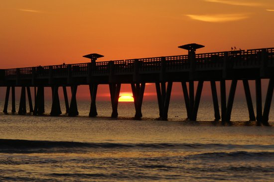 Jacksonville Beach: Sunrise behind the fishing pier