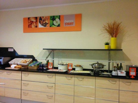 Holiday Inn Express Parma : breakfast bar